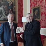 Il neo-eletto sindaco Mascaro con l'Arcivescovo Satriano